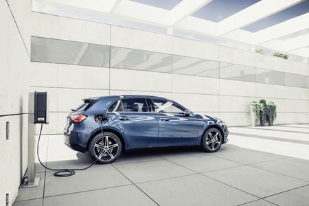 Mercedes-Benz podría abandonar a Renault para comenzar a usar motores Volvo en las versiones de acceso
