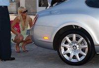 PartyPoker ofrece un nuevo Bentley a Paris Hilton