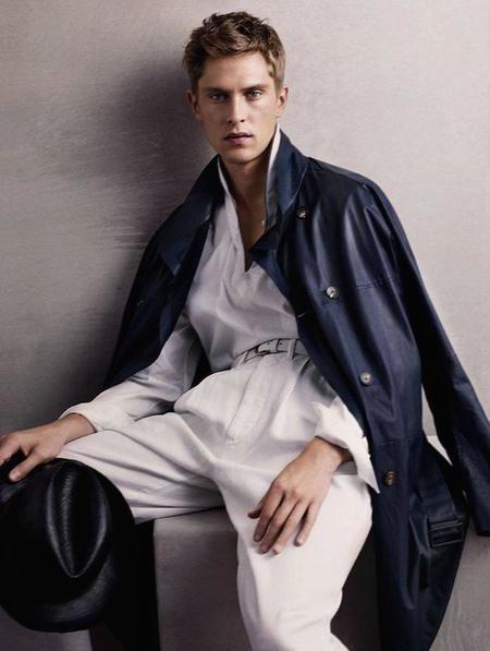 Mathias Lauridsen es la imagen de Giorgio Armani para primavera-verano 2015.