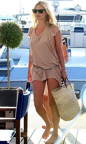 A la playa con estilo: Kate Moss sabe cómo