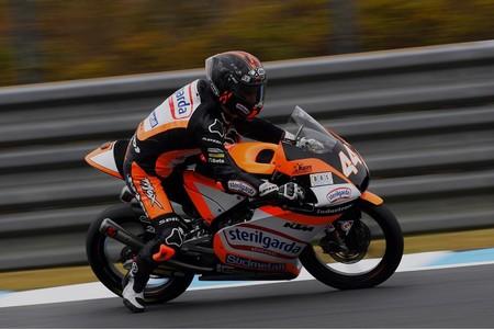 Arón Canet no se rinde y lidera los primeros entrenamientos de Moto3 en Australia