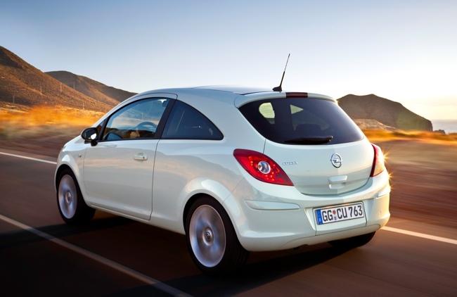Opel Corsa 2011 3p 05