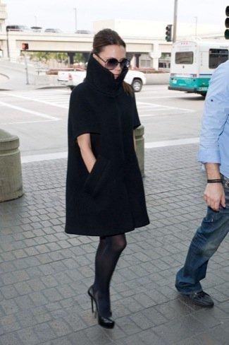 Victoria Beckham look calle viaje