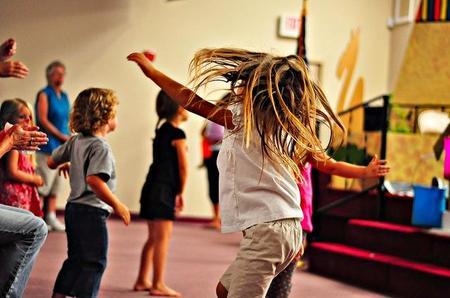 El ejercicio moderado y no obligado mejora la salud física y mental de los niños