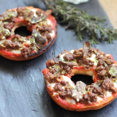 Bagel pizza, una receta exprés para las reuniones de amigos