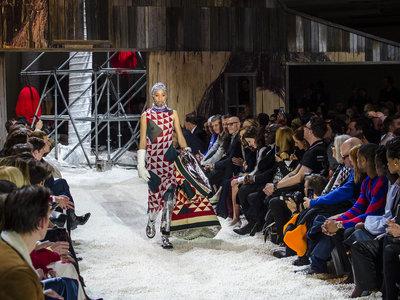 Raf Simons se impone como el diseñador favorito del momento tras presentar su nueva colección para Calvin Klein 205W39NYC