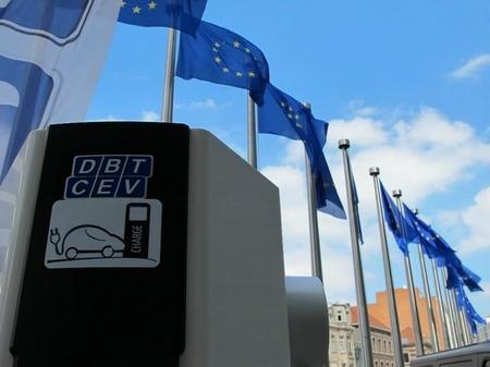 DBT-CEV instala su cargador número 800 en Europa