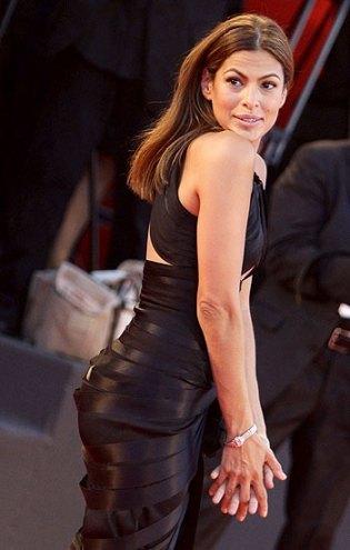 Eva Mendes luce con luz propia en el Festival de Venecia