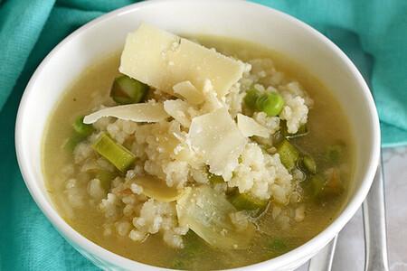 Sopa primavera de arroz. Receta fácil