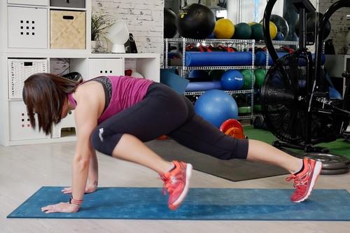 Variaciones del plank: un entrenamiento en vídeo para trabajar tus abdominales