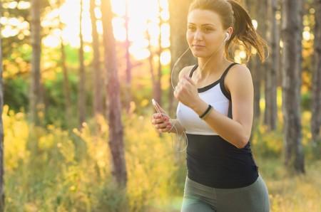 Dudas de corredor novato: ¿es mejor entrenar distancia o velocidad?