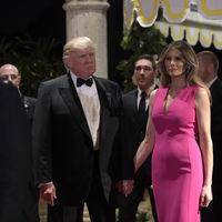 Del rojo al rosa fucsia, Melania Trump apuesta por los colores vibrantes en sus últimos dos looks