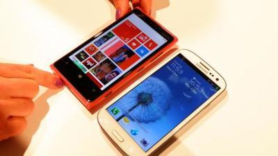 Largas colas en China para recibir la segunda hornada de Lumia 920