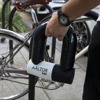 ¡Tamaño XXXL! Este candado gigante para bicicleta existe, pesa 6,25 kg y cuesta 270 euros