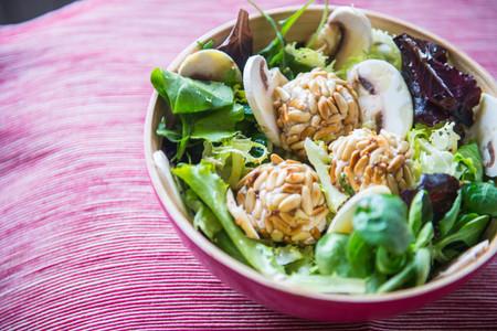 Ensalada de espinacas con bolitas de atún Isabel y vinagreta de limón