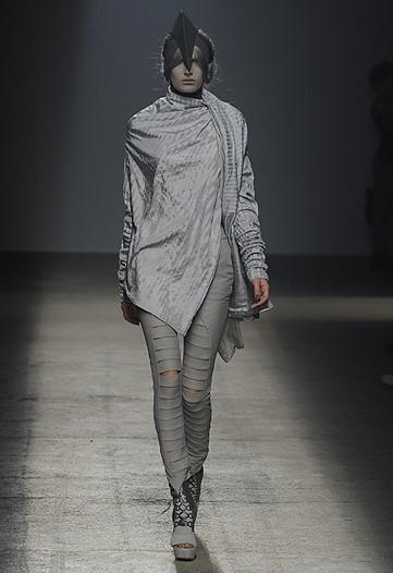 Foto de Gareth Pugh, Primavera-Verano 2010 en la Semana de la Moda de París (11/17)