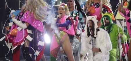 La locura ¿transitoria? de Miley Cyrus se trasladó hasta el escenario de los VMA'S 2015