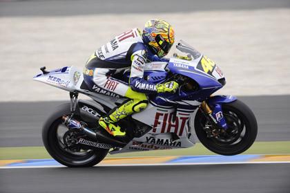 Rossi vence en MotoGP por delante de Lorenzo