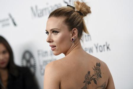 Scarlett Johansson decepciona con este Dior de color negro en el estreno de la película Marriage Story en Nueva York