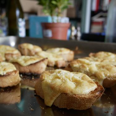 Canapés de suflé de queso: aperitivo súper fácil y delicioso