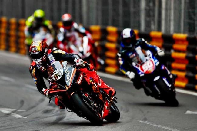 Peter Hickman suma su tercera victoria en un GP de Macao interrumpido por otro accidente