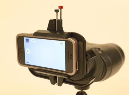 Snapzoom, un soporte para usar la óptica de los prismáticos con la cámara de un smartphone