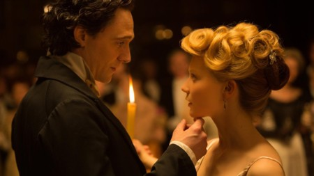 Tom Hiddleston y Mia Wasikowska en