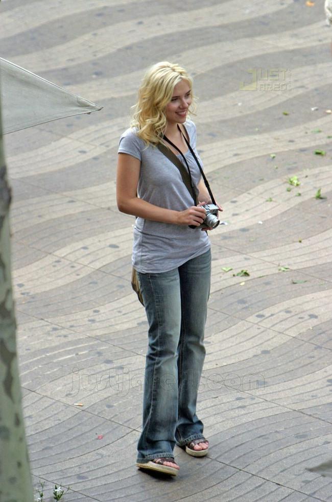 Foto de Scarlett Johansson en el rodaje de 'Midnight in Barcelona' (1/8)