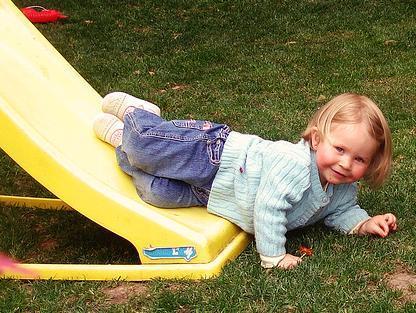 La foto de tu bebé: Emilia posando en el tobogán