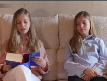 Así ha sido la primera aparición de la princesa Leonor y la infanta Sofía durante el confinamiento
