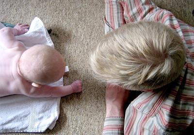 ¿Por qué es importante que el bebé esté boca abajo (despierto)?