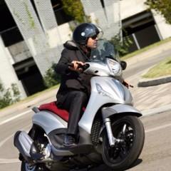 Foto 5 de 5 de la galería aprilia-srv800-y-piaggio-beverly-sport-touring-350-avance-del-salon-de-milan-2011 en Motorpasion Moto