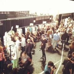 Foto 18 de 27 de la galería el-backstage-de-custo-en-la-nyfw en Trendencias Belleza