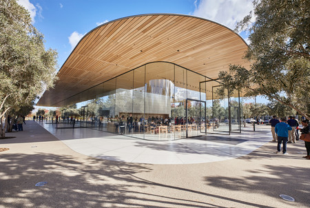 Applepark Visitorcenter Opening Entrance 20171117