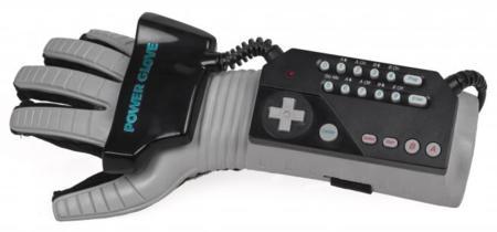 Power Glove y jugar con gestos. ¡pero si la NES es ya la consola definitiva!
