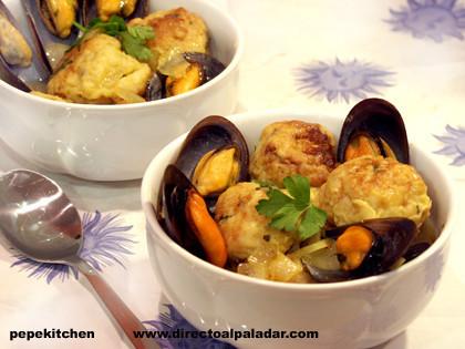 Sopa de mejillones con albóndigas de pescado. Receta