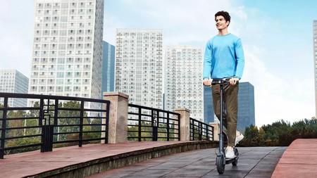 Barcelona ya está multando a los patinetes eléctricos que circulen por las aceras o de forma incorrecta