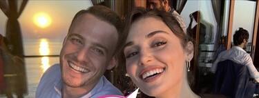 'Love is in the Air' y en las Maldivas también: Hande Erçel y Kerem Bürsin (Eda y Serkan), cazados en actitud cariñosa por un fan de la serie