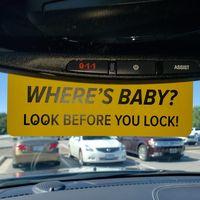 El simple y genial recordatorio para colocar en el coche y así evitar olvidar a bebés y niños dentro