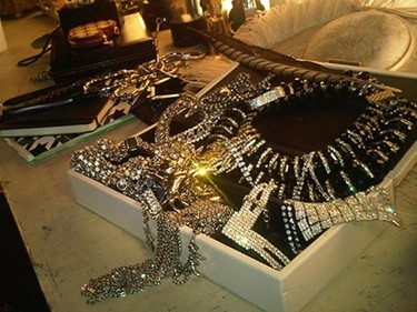 A Jennifer Lopez le gusta presumir de joyas por Twitter