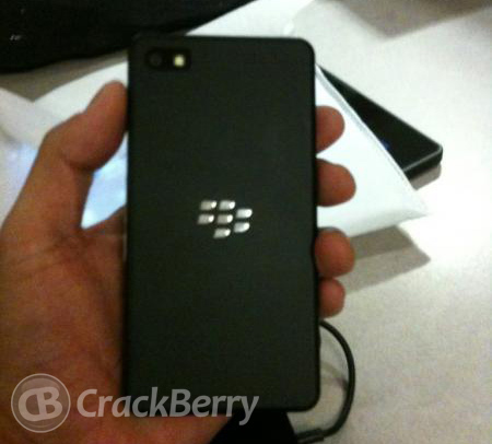 Primeras imágenes del teléfono BlackBerry 10 para desarrolladores
