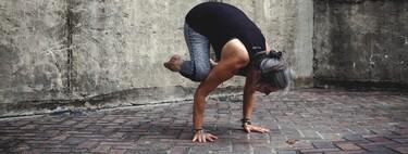 Cinco claves y pasos para empezar a hacer posturas invertidas en Yoga