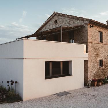 Una villa en Italia que mezcla lo antiguo y lo nuevo con mucho acierto