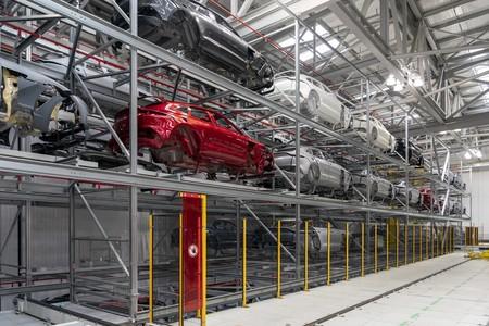 Primer Aston Martin Dbx Sale De La Linea De Produccion 17