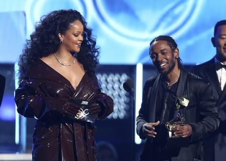Sexy a más no poder, Rihanna lo dió todo en el escenario de los Premios Grammy