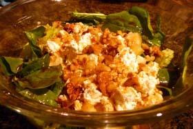Ensalada de rúcula, piña y queso feta