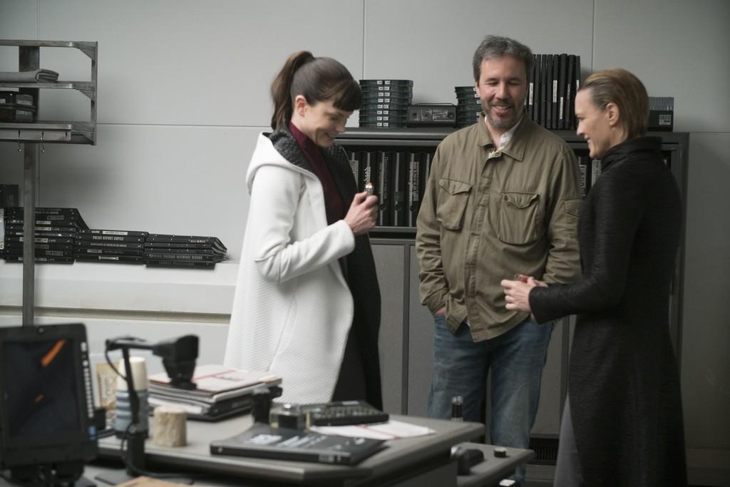 Denis Villenueve con Sylvia Hoeks y Robin Wright