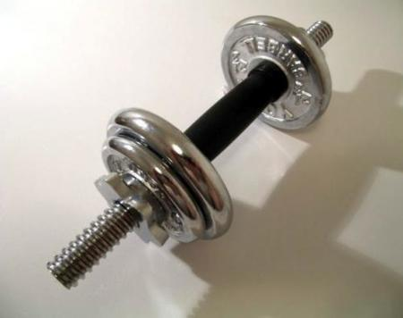 El entrenamiento con pesas estimula el uso de grasa abdominal
