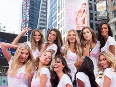 Las nuevas caras guapas de Victoria's Secret posan y desfilan por Times Square