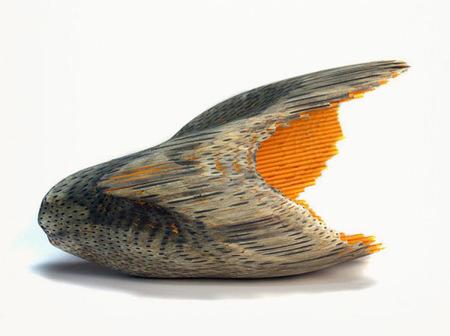El arte de convertir simples lápices en obras que parecen forjadas por el viento y por el agua